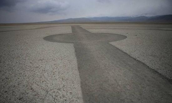 Необычныйрисунок диаметром 2 километра появился в районе города Делхи провинции Цинхай. Август 2011 год. Фото с epochtimes.com