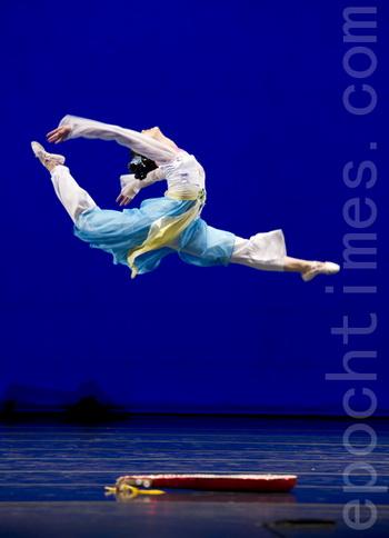 Золотой призёр 4-го Международного конкурса китайского классического танца, организованного NTD (Телевидение «Новая династия Тан»). Сотрудники служб безопасности Китая вынуждают перспективных танцовщиков, участвующих в конкурсе, шпионить. Фото: Дай Бин/Великая Эпоха