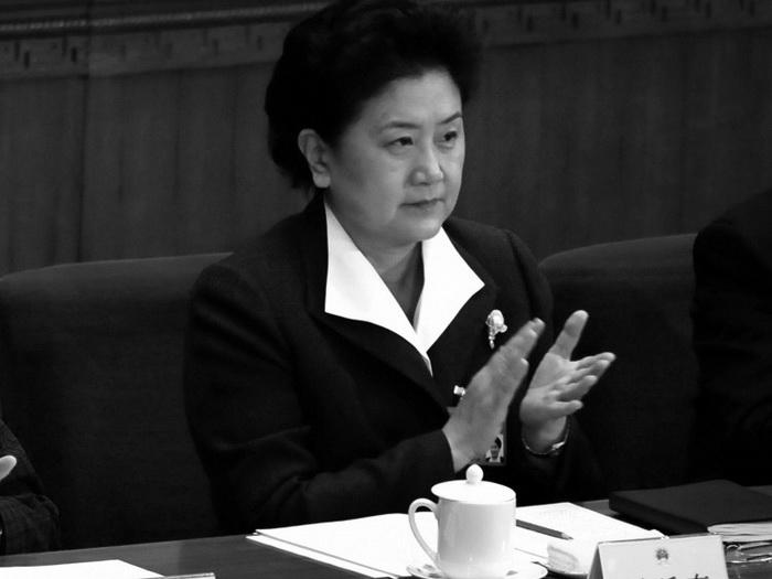 Лю Яньдун, единственная женщина, входящая в состав Политбюро ЦК коммунистической партии Китая, на открытии сессии Всекитайского собрания народных представителей, 2008 год. Фото: Frederic Brown/AFP/Getty Images