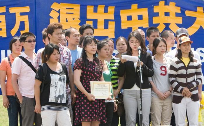 На митинге в Вашингтоне приняли участие более 1000 человек, 19 китайцев вышли из  компартии Китая и принадлежащих ей организаций. Фото: Ма Ючжи/Великая Эпоха. (The Epoch Times)