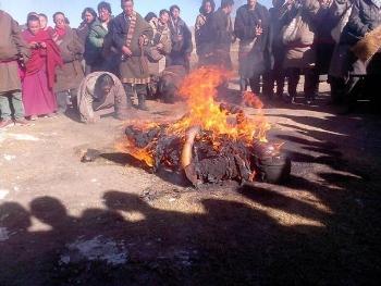 Самосожжение  в Тибете.  Фото:  kemoblast.ru