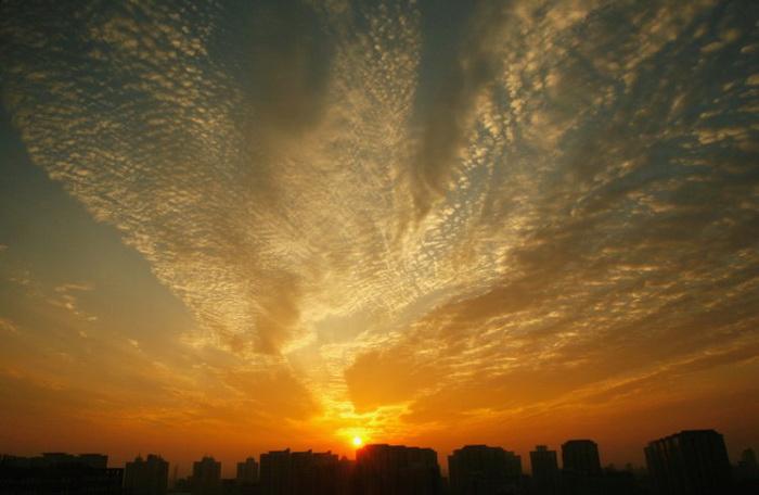 Восход солнца в Китае. Недавно некоторые китайские чиновники попросили прощения у последователей Фалуньгун за то, что преследовали их. Фото: Getty Images