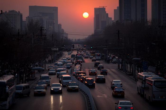 Закат в Пекине 25 марта 2012 года. Фото: Ed Jones/AFP/Getty Images