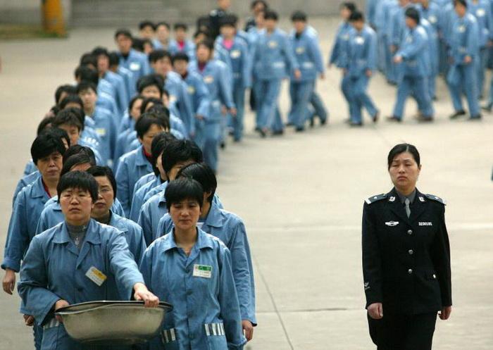 Заключенные на прогулке в день открытых дверей в тюрьме Нанкина, 2005 год. Фото: STR/AFP/Getty Images