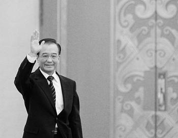 Вэнь Цзябао, премьер-министр Китая, прибыл на пресс-конференцию после закрытия Всекитайского собрания народных представителей (ВСНП), в Большой народный зал, 14 марта, Пекин. Вэнь Цзябао настаивает на прекращении преследования Фалуньгун. Фото: Lintao Zhang/Getty Images