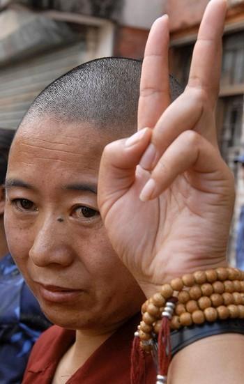 Тибетские монахини протестуют против репрессивной политики коммунистического режима КНР. Фото: PRAKASH MATHEMA/AFP/Getty Images