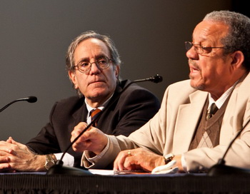 Льюис Зухман (слева) и Дэвид Деннис рассказывают о своём участии в движении «Всадники Свободы». Фото: Amal Chen/Великая Эпоха (The Epoch Times)