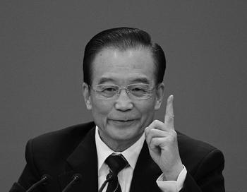 Китайский премьер Вэнь Цзябао выступает на пресс-конференции в конце сессии Всекитайского собрания народных представителей (ВСНП) в Большом Народном Зале, 14 марта, Пекин, Китай. В своём выступлении Вэнь Цзябао подверг резкой критике Бо Силая, который на следующий день после этого был арестован. Фото: Feng Li/Getty Images