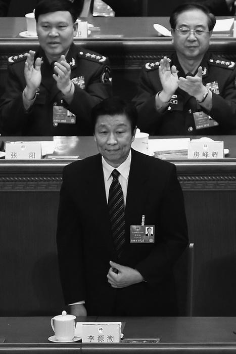 Недавно назначенный заместитель председателя Китая Ли Юаньчао в Большом народном зале 14 марта в Пекине. Назначение Ли на должность отмечено как знак, что новый партийный лидер Си Цзиньпин укрепляет свою власть и уменьшает влияние фракции Цзян Цзэминя. Фото: Feng Li/Getty Images
