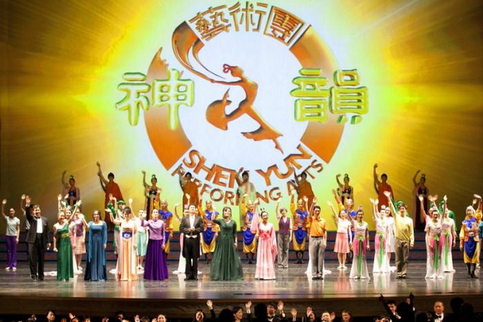 Shen Yun Performing Arts в Театре Дэвида Х. Коха в Линкольн-центре, Нью-Йорк, 7января 2011 г. Популярные выступления труппы классического китайского танца Shen Yun обратили на себя внимание пропагандистов в Пекине, которые хотят им подражать. Фото: Dai Bing/The Epoch Times