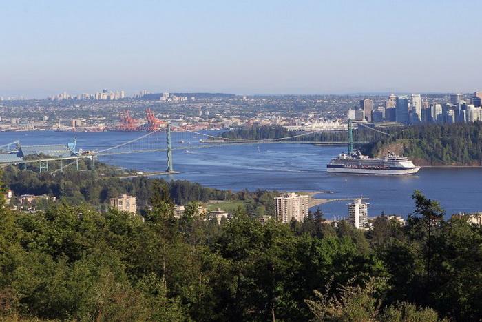 Вид Западного Ванкувера, Канада. Рынок недвижимости Ванкувера оживился благодаря покупателям из Китая, которые в 2012 году совершили 40% покупок. Фото: Bruce Bennett/Getty Images