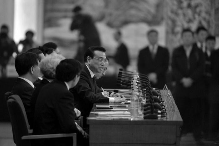 Новый китайский премьер Ли Кэцян отвечает на вопросы на пресс-конференции после закрытия сессии Всекитайского собрания народных представителей в Большом народном зале, Пекин, 17 марта 2013 года. Фото: Mark Ralston/AFP/Getty Images
