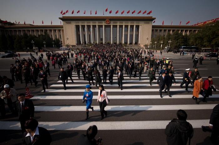 Делегаты после заседания съезда коммунистической партии Китая, Большой Народный Зал, Пекин, 8 ноября 2012 года. Фото: Ed Jones/AFP/Getty Images