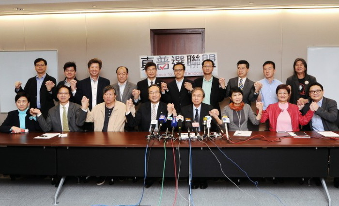 Для реализации всеобщего избирательного права на выборах в Гонконге в 2017 году 27 законодателей из 12 продемократических групп 21 марта сформировали «Альянс за истинную демократию». Фото: Song Xianglong/The Epoch Times