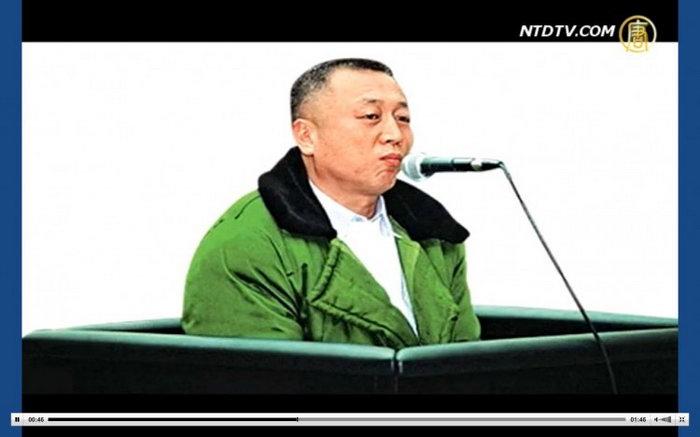 Ли Чжуан в зале суда Чунцина, где он был приговорён к 18 месяцам тюремного заключения по обвинению в лжесвидетельстве. Обвинение было полностью сфабриковано. Фото: NTD Television