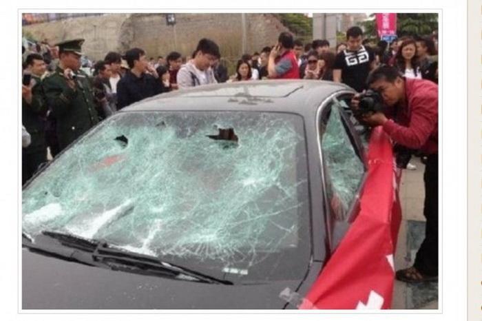 На этом скриншоте сайта Car News China хорошо видны разбитые стёкла автомобиля.