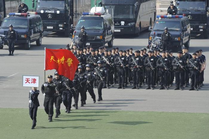 Команда китайского полицейского спецназа во время демонстрации в Пекине 12 апреля 2011 года. Фото с сайта theepochtimes.com