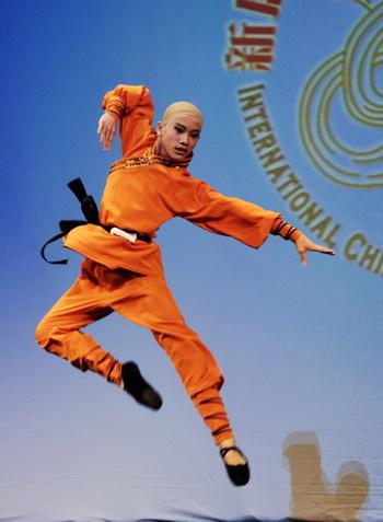 Джим Чень в роли молодого монаха. У монаха особенный характер: своей невинностью и добродушием он похож на Ченя. Фото: Дай Бин/Великая Эпоха (The Epoch Times)