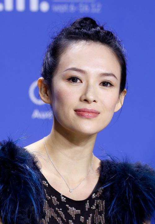 Актриса Цзыи Чжан на пресс-конференции в Торонто, Канада, сентябрь 2012 года. Чжан судится с медиа-компаниями Boxun и Apple Daily, заявившими, что она была в близких отношениях со свергнутым партийным функционером Бо Силаем. Фото: Jemal Countess/Getty Images