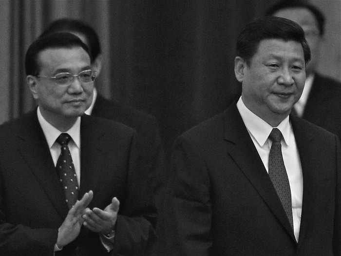 Си Цзиньпин (справа) и Ли Кэцян (слева) в Большом народном зале, 29 сентября 2012 года, Пекин. Фото: Feng Li/Getty Images