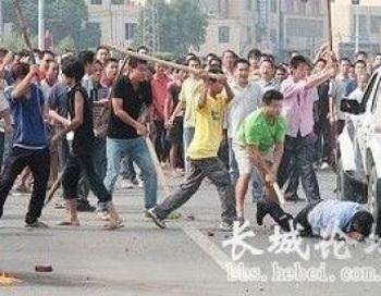 В провинции Гуанси часто возникают столкновения между полицией и крестьянами, протестующими против конфискации их земель. Фото: bbs.hebei.com
