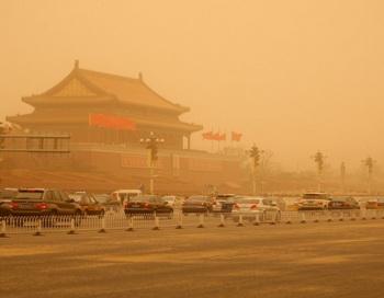 Песчаная буря в Пекине. Из-за информационной блокады Китая фиаско Бо Силая привело к многочисленным слухам и догадкам. Фото: Feng Li/Getty Images