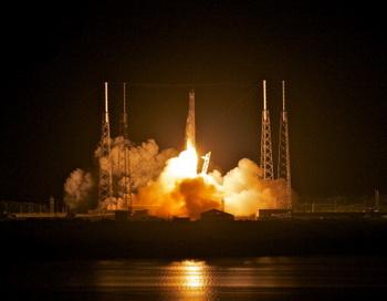 Частный космический аппарат Dragon впервые отправился к Международной космической станции. Фото: Roberto Gonzalez/Getty Images News
