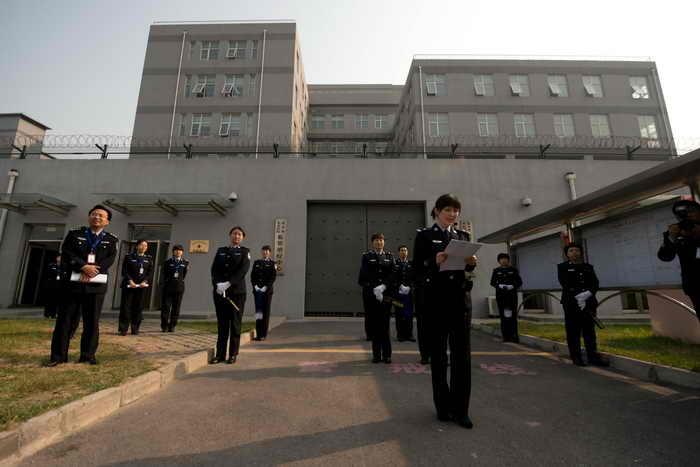 Так выглядят исправительно-трудовые лагеря в Китае, где в течение многих лет подвергают заключённых жестоким пыткам. Фото: Ed Jones/AFP/Getty Images
