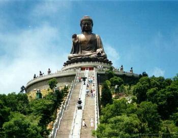 В Гонконге весна 2012 ознаменована чередой фестивалей. Традиция омовение статуи Будды чаем. Фото: novostey.com