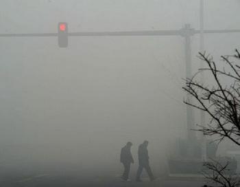 КНР: из-за густого тумана аэропорт Пекина отменил более 200 рейсов. Фото:epochtimes.com