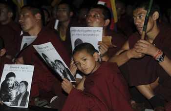 Тибетские монахи. Фото: djyimg.com