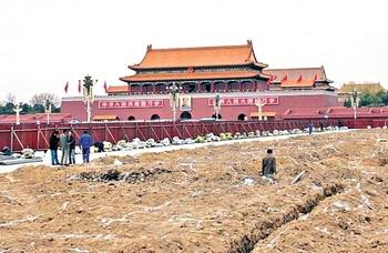 Власти компартии Китая закрыли площадь Тяньаньмэнь на ремонт. Фото: aboluowang.com