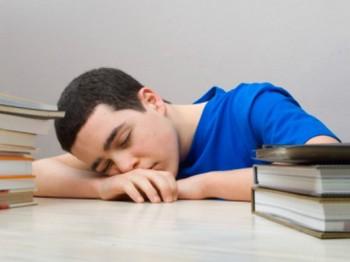 Исследователи обнаружили, что подростки, которые спят семь часов или меньше, имеют более высокий индекс массы тела (ИМТ), чем те, которые спят более семи часов. Фото: Photos.com