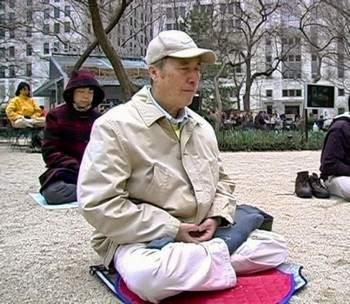 Е Хао - координатор Фалуньгун в Китае до преследования и глава бюро общественной безопасности. Нью-Йорк 2009 год. (Источник Minghui.net)
