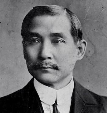 Портрет Сунь Ят-сена, сделанный в 1912 году. Суня часто называют «отцом нации», как в Китае, так и на Тайване, за его роль в свержении династии Цин и установлении республики, в которой он был первым президентом. Фото: Wikimedia Commons