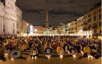 Акция памяти последователей Фалуньгун, погибших в результате репрессий в Китае. Рим, Италия. 2010 год. Фото: minghui.org