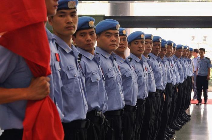 Полицейские Управления общественной безопасности провинции Хунань на церемонии перед отъездом, 2011 год. Фото: ChinaFotoPress/Getty Images