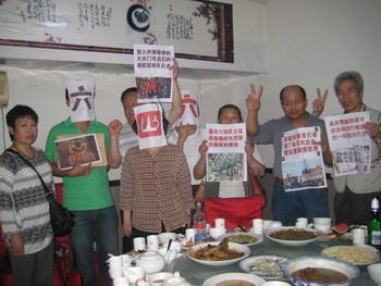 В городе Цзинань собрались на 22 годовщину бойни на Тяньаньмэнь. Фото: epochtimes.com
