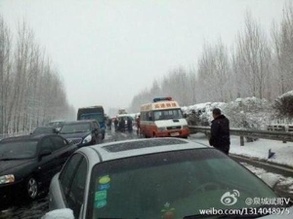 В Китае столкнулись сотни машин. Фото: The epochtimes.com