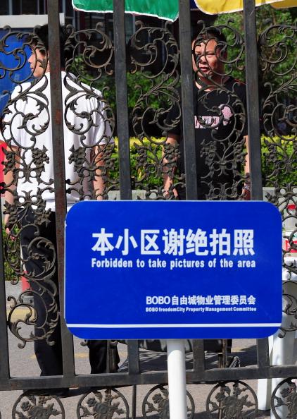 Ожидается, что после освобождения из тюрьмы китайский правозащитник будет находиться под домашним арестом. Фото: STR / AFP / Getty Images
