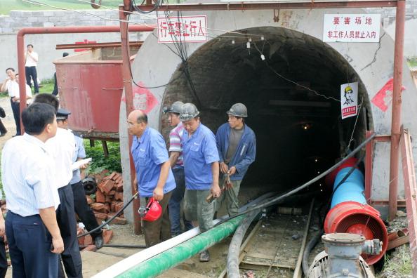 Горняки на шахте в Вэйфане оказались в ловушке под землей