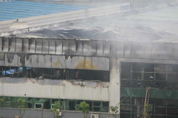 Пожар на складе в городе Ухане в Китае. Фото: ChinaFotoPress / Getty Images