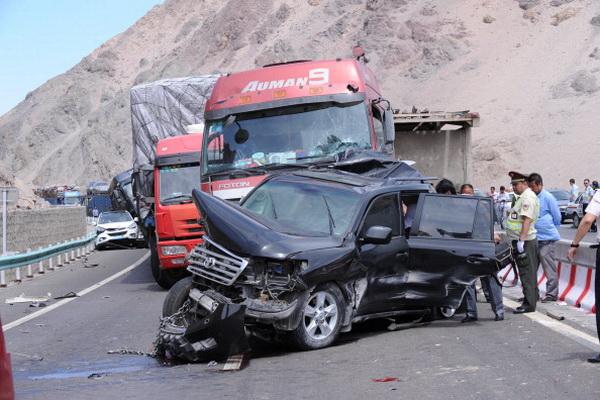 Землетрясение послужило причиной дорожно-транспортного происшествия. Фото: ChinaFotoPress /Getty Images