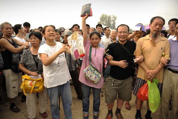 Они подписались под петицией с требованием немедленно освободить Ван. Фото: Peter Parks / AFP / Getty Images