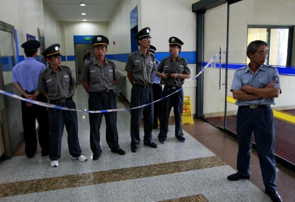 Китай: В городе Шанхае совершено нападение на детей в детсаду. Фото: STR / AFP / Getty Images