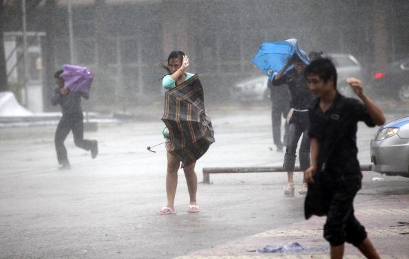 Тайфун Nesat бушует на Хайнане. Фото: STR / AFP / Getty Images