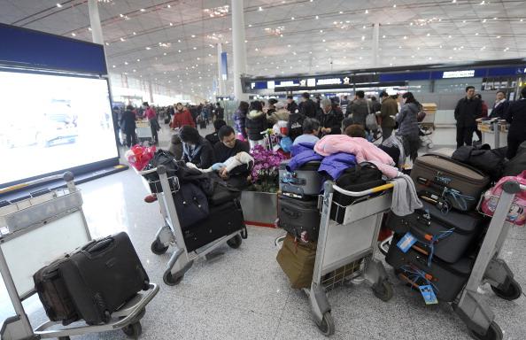 Отменены  сотни авиарейсов, перекрыты скоростные автодороги. Фото: LIU Jin / AFP / Getty Images