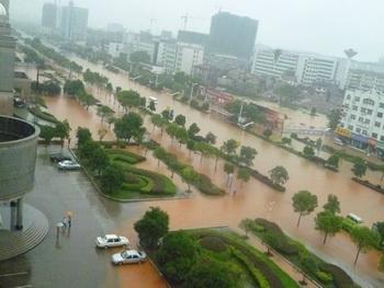 Многие китайцы считают, что плотина «Три ущелья» на реке Янцзы отрицательно влияет на окружающую среду и атмосферный фон. Фото: epochtimes.com
