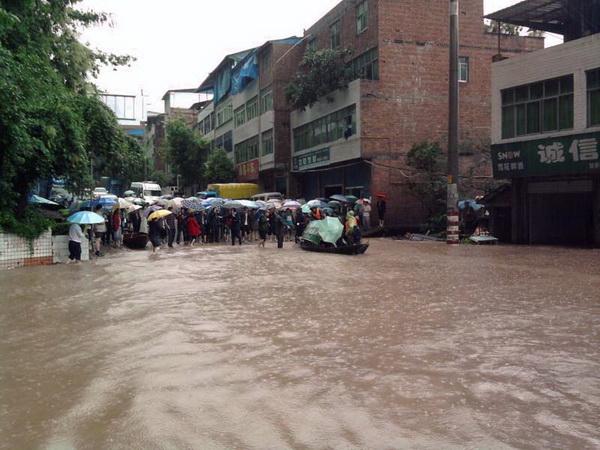 В КНР около 3 миллионов жителей провинции Сычуань пострадали от наводнения. Фото:kanzhongguo.com