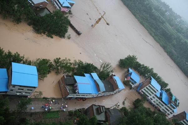 В КНР около 3 миллионов жителей провинции Сычуань пострадали от наводнения. Фото: kanzhongguo.com